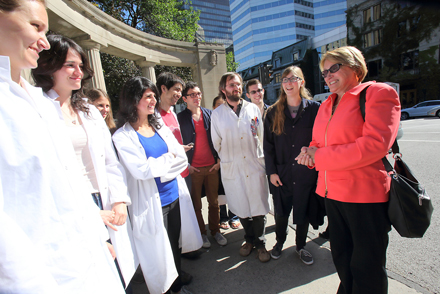Suzanne Fortier is welcomed at the Roddick Gates by Chemistry students on her first day as Principal on Sept. 5. / Photo: Owen Egan.