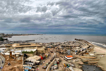 A view of Accra's seaside from the James Town lighthouse. / Photo: Lorenzo Daïeff
