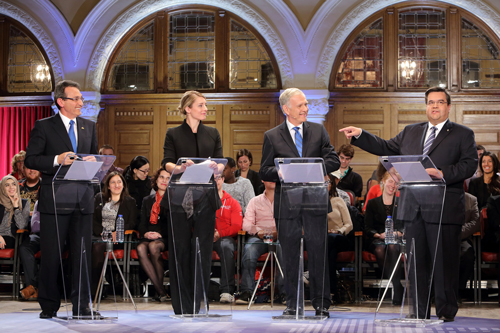 Richard Bergeron, Mélanie Joly, Marcel Côté, et Denis Coderre, dans la salle Redpath lors du débat à la mairie de Montréal organisé par Radio-Canada et l'Université McGill le 9 octobre dernier. / Photo: Owen Egan
