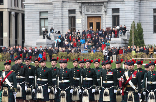 Members of The Black Watch, Royal Highland Regiment of Canada, Montreal, Reserve Infantry, stand at attention during McGill's 2012 Remembrance Day ceremonies. / Photo: Adam Scotti