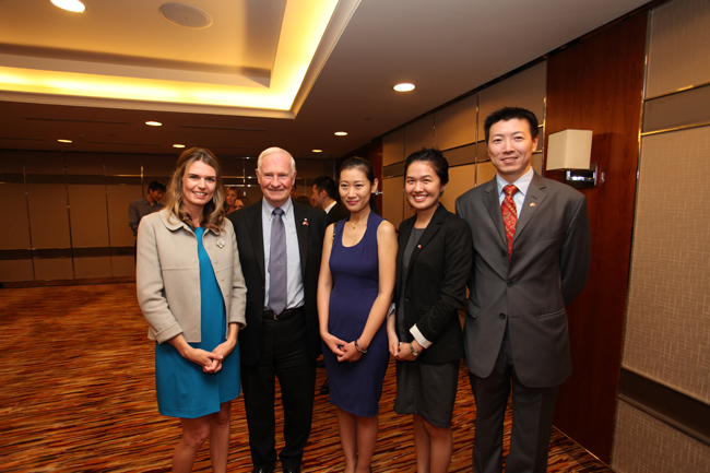 Winnie Hu (second from right) and other members of the Foreign Policy and Diplomacy Service Section meeting the Governor General, David Johnston. / Photo courtesy of Winnie Hu.