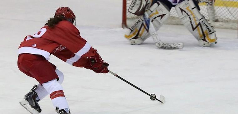 Katia Clement-Heydra swoops in on goal. / Photo: Derek Drummond