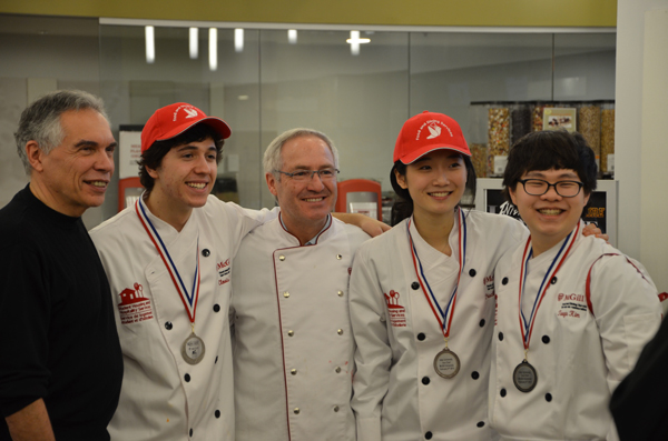 From left to right: Judge Left to right: Dr Joe Schwarzc with Team McGill's silver medalists Clovis Rigout, Francisco Tabicas, Priscila Wang, Taegu Frank Kim. / Photo: Raphaël Larocque-Cyr