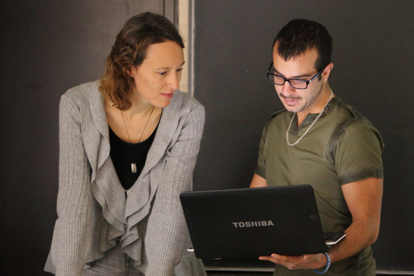 Electronic devices will never replace human interaction. Department of Chemical Engineering professor Anne Kietzig answers questions from student Gabriel Maatouk just before class begins. / Photo: Owen Egan