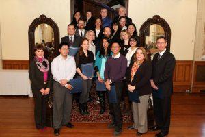 Lynne B. Gervais, VPA-RH, avec les diplômés dans le groupe des agents de changement