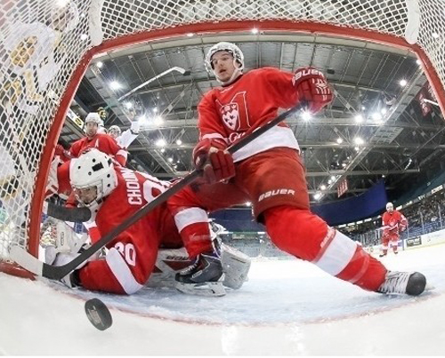 Despite a 52-shot performance by goalie Jacob Gervais-Chouinard, the McGill Redmen lost 3-2 to the top=seeded Golden Bears. / Photo: Josh Schaefer/CIS University Cup