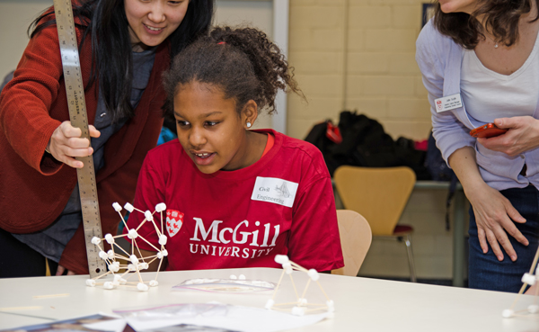 Kiara Payne applies basic engineering concepts to build a structure out of marshmallows. / Photo: Chris Despatie