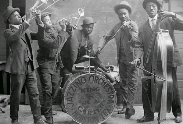 The King & Carter Jazzing Orchestra photographed in Houston, Texas in 1921 by by Robert Runyon. / Photo courtesy of The Center for American History, The University of Texas at Austin.