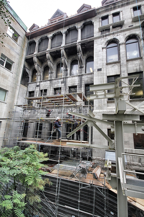 Workings begin to install the scafolding around the Macdonald-Stewart Library Building. / Photo: Neale McDevitt