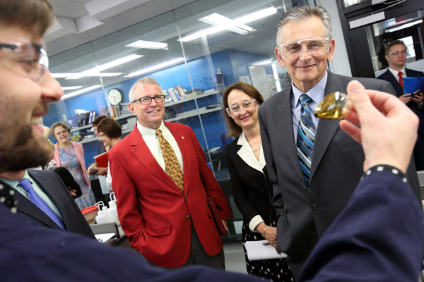 Prior to Monday's CERC announcement, Professor Robin Rogers (left), Rosie Goldstein, VP Research and International Relations, and Senator Larry Smith, took a tour of C.J. Li's green chemistry and organic synthesis lab. / Photo: Owen Egan