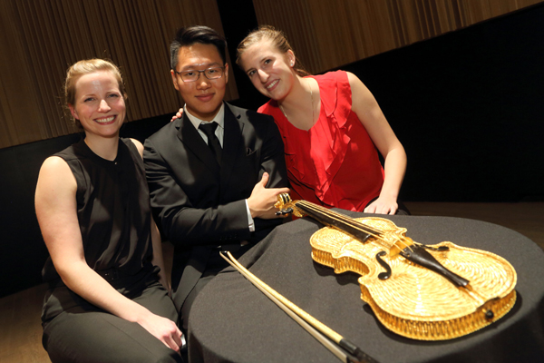 The finalists for the 2014 Golden Violin Prize, from left to right, Andrea Stewart (cello), Byungchan Lee (violin) and Elizabeth Skinner (violin). / Photo: Owen Egan