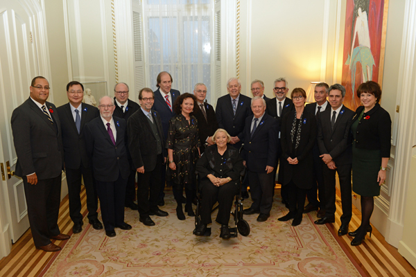 From left to right: Saul Polo, Parliamentary Assistant to the Minister of the Economy, Innovation and Exports, Ke Wu, Jean Royer, Denis Marleau, Camil Bouchard, François Soumis, Manon Barbeau, Marc Le Blanc, Lise Payette, Denis Vaugeois, Jacques Mathieu, Michael Meaney, Gilles Saucier, Dominique Blain, Paul Lasko, André Perrotte and Hélène David, Minister of Culture and Communications and Minister responsible for the Protection and Promotion of the French Language. / Photo: Rémy Boily