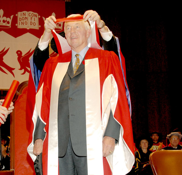 On Nov. 10, 2006, McGill conferred an honorary doctor of laws degree upon Mr. Jean Béliveau.