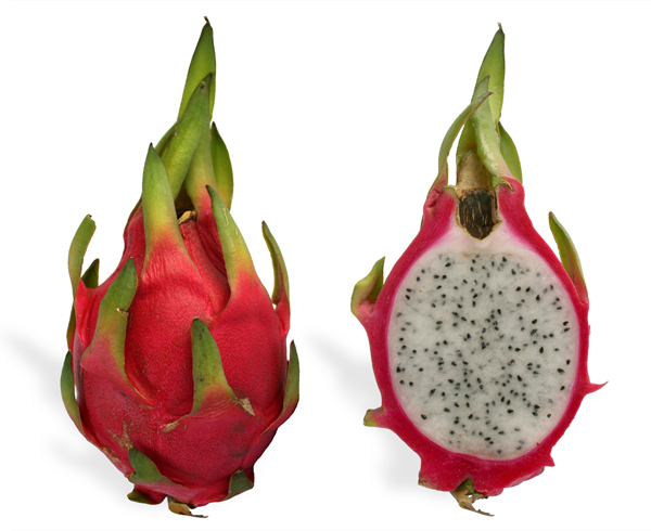 A dragonfruit and its cross section. / Photo: SMasters, Wikimedia Commons