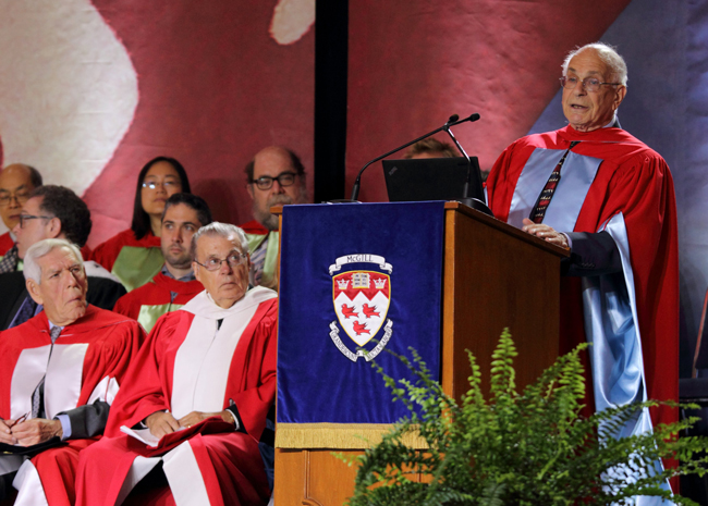 Daniel Kahneman addresses graduating Arts students. / Photo: Owen Egan