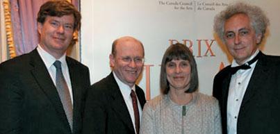 De gauche à droite : Jacques Hurtubise, v.-p. (recherche) par intérim, lors de la cérémonie de remise des Prix Killam, accompagné des lauréats Nahum Sonenberg, Margaret Lock et Luc Devroye.