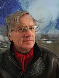 Ni la neige ni la pluie ni le givre n'écartent le professeur de sciences atmosphériques et océaniques Ronald Stewart de ses recherches
