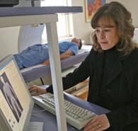Des chercheurs de McGill étudient comment les interventions nutritionnelles peuvent amener les patients hospitalisés à recouvrer plus vite la santé. Hope Weiler étudie les besoins en vitamine D des patients de l'Hôpital Sainte-Anne pour anciens combattants.