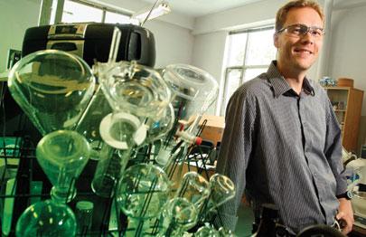 Le Pr Marcus Lindström fait partie d'une nouvelle génération de chimistes affranchie des outils de la chimie traditionnelle.