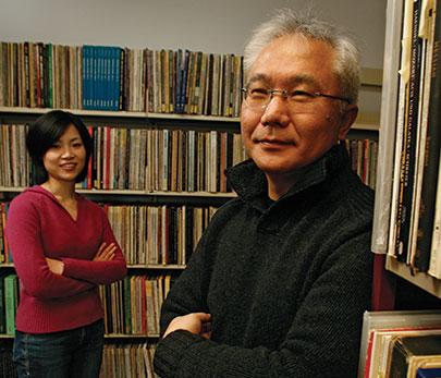 Le Pr Ichiro Fujinaga et l'étudiante au doctorat Catherine Lai cherchent le moyen de numériser et d'extraire le son d'enregistrements analogiques.