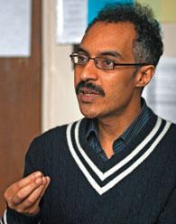 Le boursier Carnegie Khalid Medani étudie le fondamentalisme islamique.