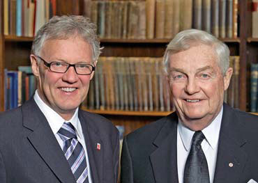 Epigenetics researcher Michael Meaney (left) with former Alberta premier Peter Lougheed. Meaney is the inaugural recipient of the $100,000 AHFMR Lougheed Prize in fetal and early childhood development.