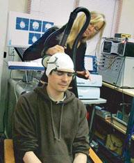 Thérapie des champs magnétiques – un traitement indolore de 15 minutes peut améliorer temporairement la vision de personnes ayant des « yeux paresseux ».