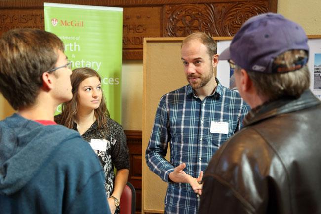 La journée Portes ouvertes et l'occasion pour les jeunes intéressés à faire une demande d'admission à McGill de poser leurs questions à des étudiants actuels ou des membres du personnel.