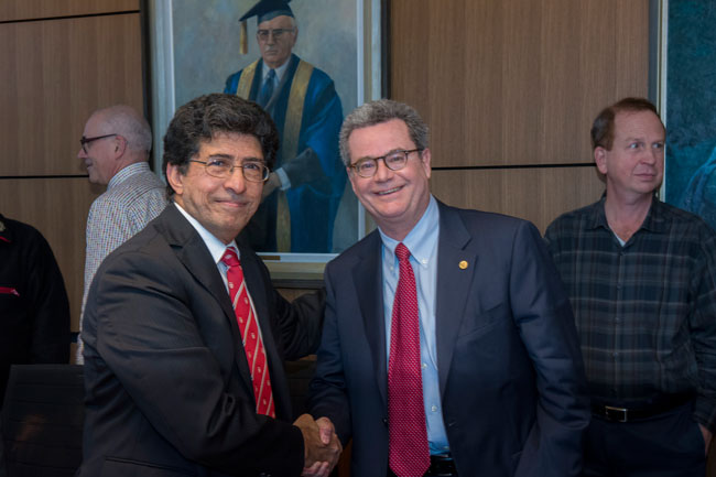 MCLIU president Raad Jassim (left) and Provost & VP (Academic) Christopher Manfredi celebrate the signing. / Photo: Michel Giroux, courtesy of MCLIU