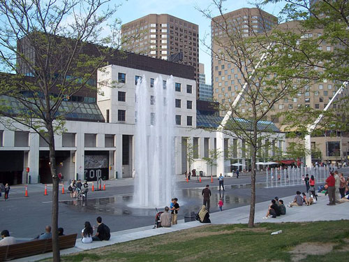Quartier des spectacles Photo : Jean Gagnon, Wikimedia Commons