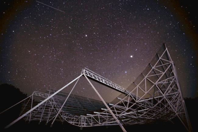 L'Institut spatial de McGill appuiera notamment la mise au point de technologies et d'instruments pour l'étude du cosmos, comme le nouveau télescope CHIME. Photo : Keith Vanderlinde