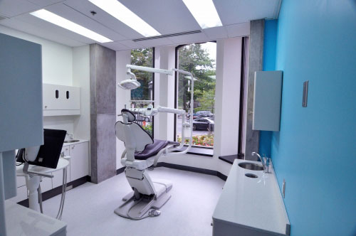 Located at 752 Sherbrooke Street West, the clinic offers a full range of dental services. / Photo: Ioana Dumitru