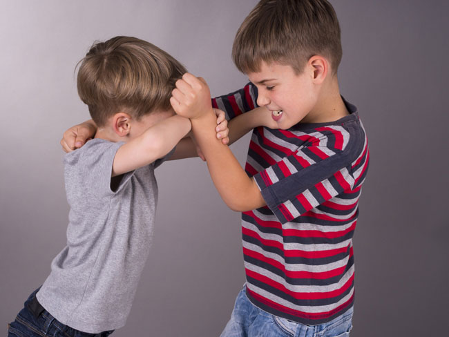 thinkstock-boys-fighting