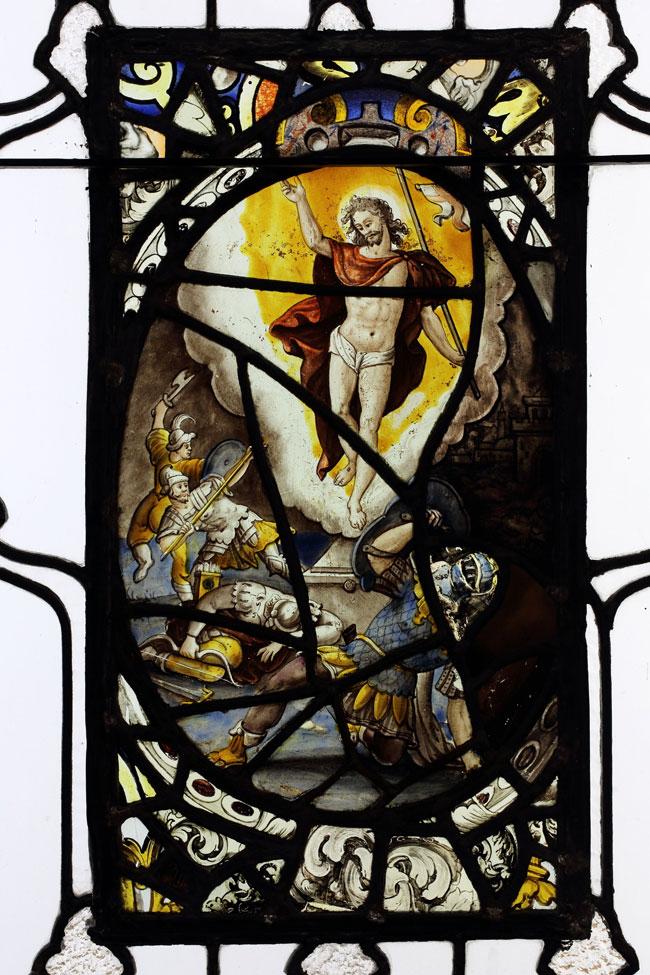La résurrection du Christ, vitrail datant du 17e siècle, est l'un des 38 vitraux du Moyen-Âge dont McGill a hérité en faisant l'acquisition du manoir Hosmer en 1969. L'histoire des vitraux a fait l'objet de plusieurs années de recherches qui sont répertoriées dans l'ouvrage The Stained Glass of the Hosmer Collection, McGill University. / Photo : Owen Egan.