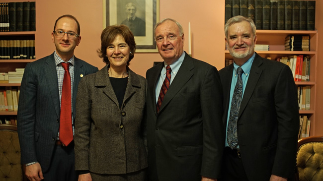 Former Prime Minister Paul Martin (second from right) with Robert Di Pede, Anne Leahy and Daniel Cere of the Catholic Studies program. / Photo : Garner Ramey