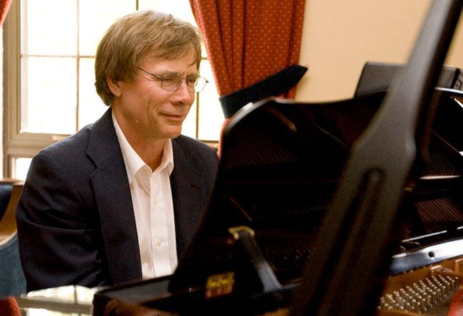 Graham-Sommer était surtout un mélomane et un musicien accompli.