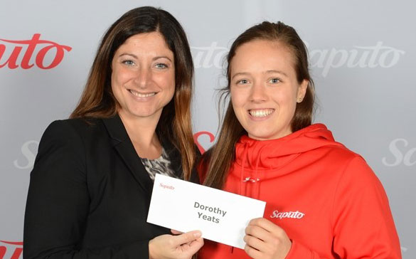 Dorothy Yeats (right) receives bursary from Sandy Vassiadis, VP-Corporate Communications for Saputo / Photo: Normand Huberdeau/Groupe NH Photographes