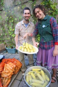 Daniel Bouchard of Santropol Roulant and Rachael Graber, U2 Arts (Geography), serve up some corn during the recent Edible Campus harvest. / Photo: Owen Egan