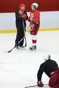 Former Redmen defenceman and current Detroit Red Wings coach Mike Babcock dropped in to lend a hand at a Redmen practice while he was in Montreal for the NHL All-Star Game last week. / Photo: Owen Egan